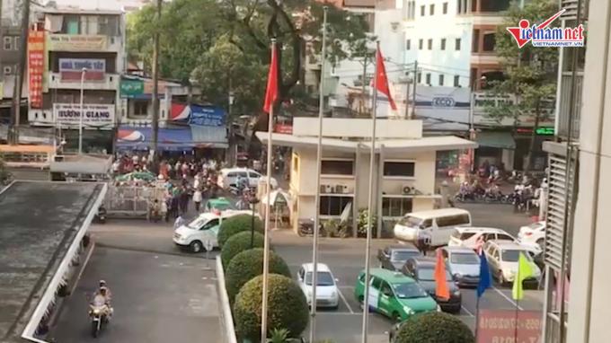 CSGT hộ tống xe cứu thương chở quả tim về bệnh viện Chợ Rẫy