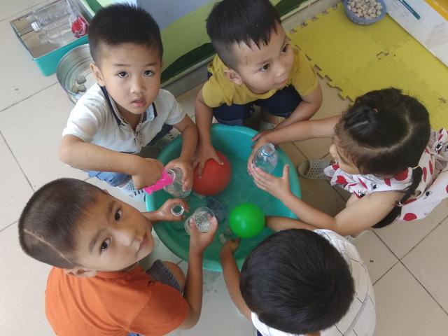 Theo Sở GD&ĐT Hà Nội, hiện nay học phí của Hà Nội là không cao, thậm chí thấp hơn so với các tỉnh, thành phố trực thuộc trung ương và các tỉnh thuộc địa bàn khu vực Sông Hồng. (Ảnh minh họa)