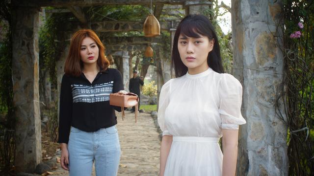 Phương Oanh trong phim mới bị cha dượng cưỡng hiếp, bỏ nhà đi lang thang rồi bị lừa vào động mại dâm.
