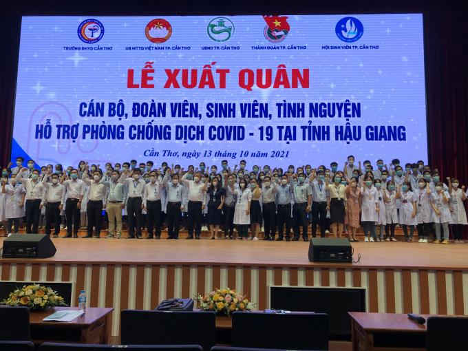 Cán bộ, đoàn viên, sinh viên Trường ĐHYD Cần Thơ xuất quân hỗ trợ tiêm vắc xin cho Hậu Giang.