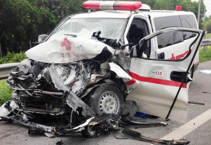 1 người chết, 3 người bị thương sau cú va chạm mạnh.