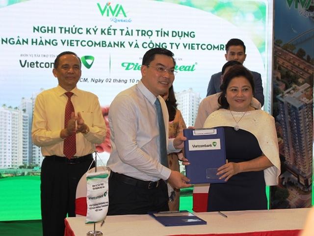 Ngân hàng Vietcombank ký kết tài trợ tín dụng gần 1.500 tỷ đồng choCông ty Cổ phần Thương mại Địa Ốc Việt Vietcomreal.