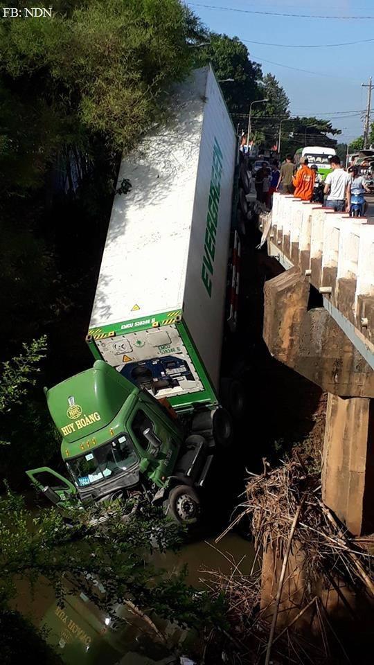 Hiện trường vụ tai nạn. (ảnh: Facebook Người Đồng Nai)