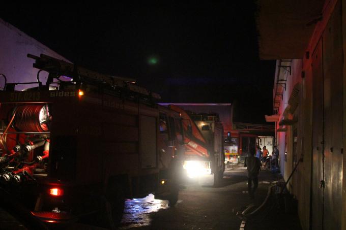 Xe cứu hỏa có mặt tại hiện trường,