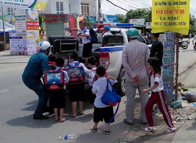 Học sinh được di tản vì trường học gần nơi xảy ra sự cố.