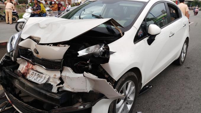 Ô tô Kia Rio nát bét sau tai nạn.
