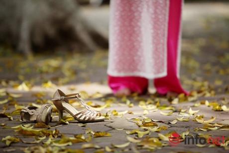 Đây cũng là thời điểm thích hợp để các bạn trẻ rủ nhau đến những con đường trải đầy lá vàng để lưu lại những hình ảnh ít gặp của Hà Nội.