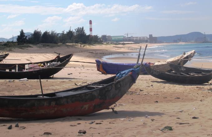 Do ảnh hưởng của cá chết, nhiều tàu thuyền nằm neo đậu ở âu thuyền Kỳ Phương, thị xã Kỳ Anh, Hà Tĩnh. (Ảnh: Văn Định chụp ngày 30/5).