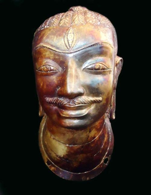 Đầu tượng Shiva bằng vàng hiện đang lưu giữ tại Bảo tàng Quảng Nam.