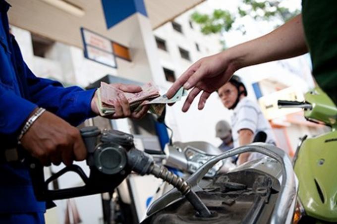 Dự báo giá xăng hôm nay có thể tăng từ 500-600 đồng, vượt mốc 16.000 đồng/lít. (Ảnh minh họa).