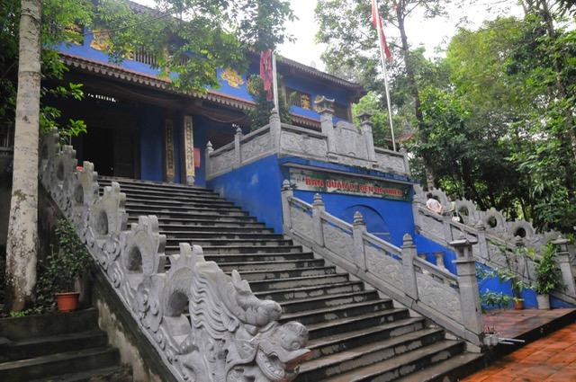 Đền Đá Thiên