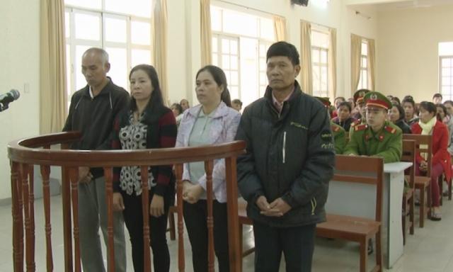 4 bị cáo tại phiên tòa. (ảnh lamdongtv.vn)