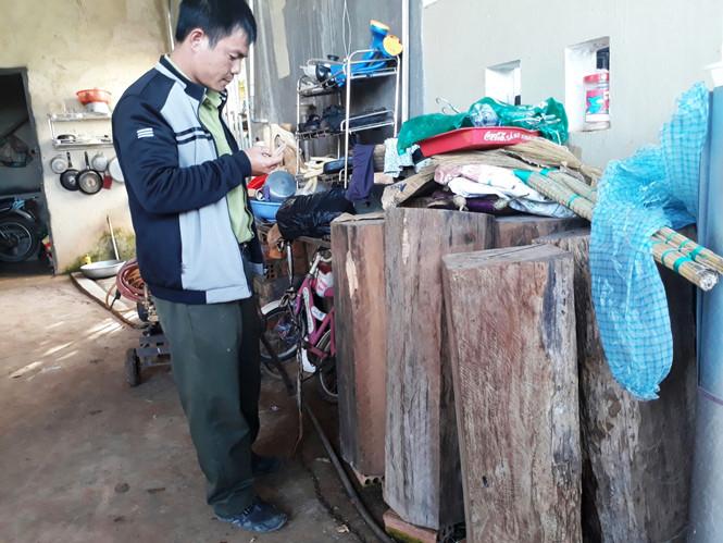 Số gỗ quý tại nhà ông Nguyễn Văn Nhẫn. (Ảnh: Báo Thanh Niên).
