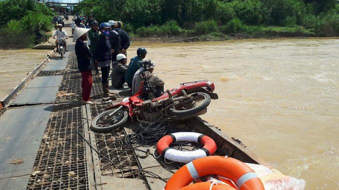 Người dân lo ngại bởi cây cầu xuống cấp trầm trọng.