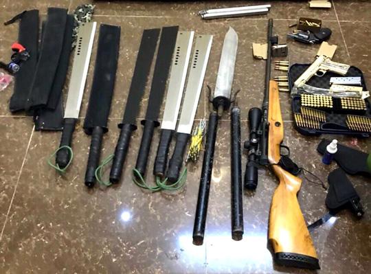 Số vũ khí, hung khí thu được tại căn nhà ông Tuấn thuê.
