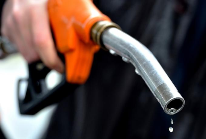 3 doanh nghiệp bị xử phạt hàng trăm triệu đồng do kinh doanh xăng kém chất lượng