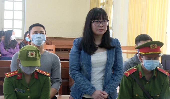 images2330424_bi_cao_thu_tai_phien_toa (1)