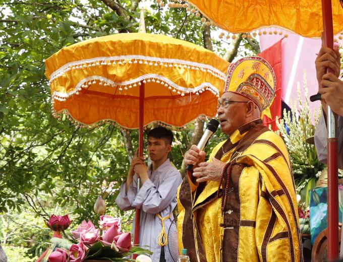 HT.Thích Nhuận Thanh đã tuyên đọc Thông điệp Phật đản PL.2561 của Đức Pháp chủ GHPGVN.
