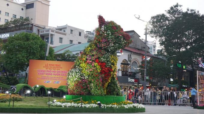 Ngắm đường hoa Nguyễn Huệ ngày khai mạc