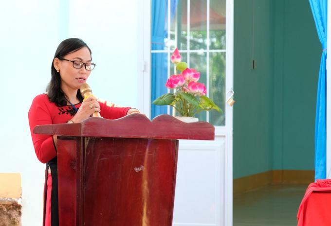 Cô Phạm Thị Loan, hiệu trưởng trường Kim Đồng phát biểu cảm ơn.
