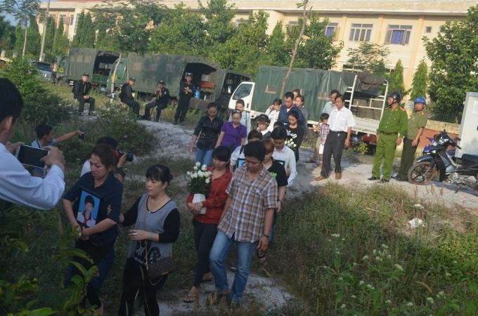 Rất đông người dân đã đến xem xét xử Nguyễn Hải Dương cùng đồng phạm.