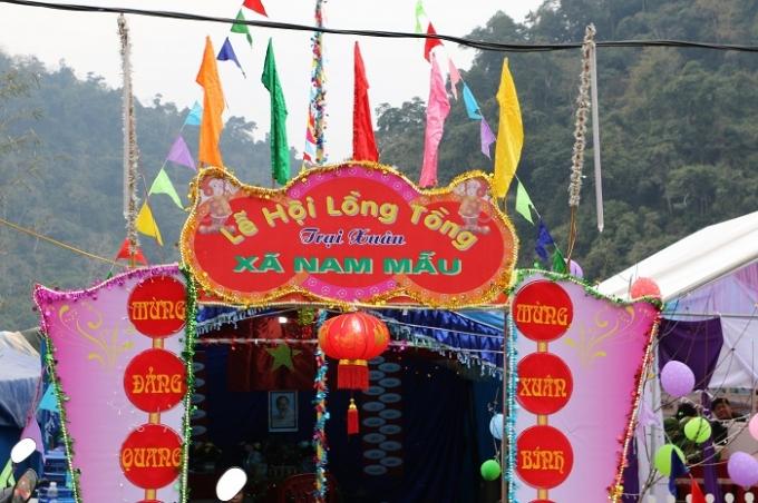 Mỗi một xã của huyện Ba Bể (Bắc Kạn) đều dựng một gian trại trong suốt lễ hội Lồng Tồng, đây là trại của xã