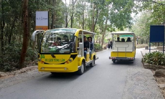 38 chiếc xe điện, chở tối đa tới 11 người nhưng không hề được đăng kiểm, đăng ký nhưng vẫn hoạt động hết công suất.