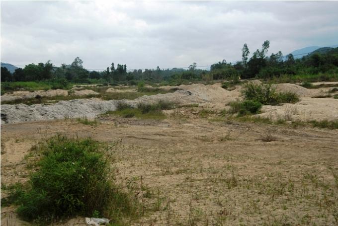Ruộng đồng bỏ hoang vì thiếu nước do thủy điện An Khê - Kanak cắt nước.