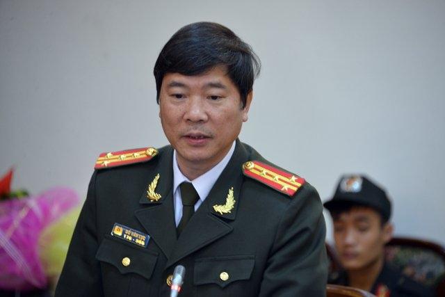 Đại tá Đỗ Văn Lực, Giám đốc Công an tỉnh Quảng Ninh báo cáo Bí thư Tỉnh ủy Nguyễn Văn Đọc trong cuộc họp sáng 8/3.