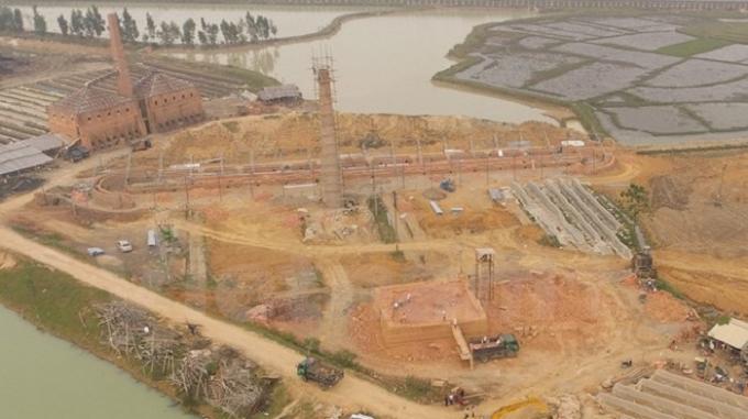 Ngay gần Ủy ban nhân dân xã Bắc Phú, một lò vòng cỡ lớn được dựng nên và cũng hoàn toàn không phép nhưng các cấp chính quyền vẫn