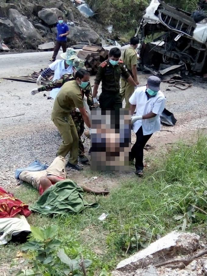 Vụ nổ xe khách 8 người chết: Có xác pháo ở hiện trường?