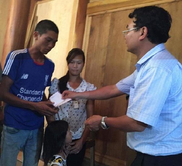 Hai hộ gia đình được đánh giá chịu thiệt hại nặng nề nhất của đợt lũ cuốn, sạt lở vừa qua là hộ anhBòn Hữu Thành (thôn Nà Đoong) và hộ anhTriệu Kim Sinh (thôn Nậm Van, cùng trú tại xã Nậm Xây).
