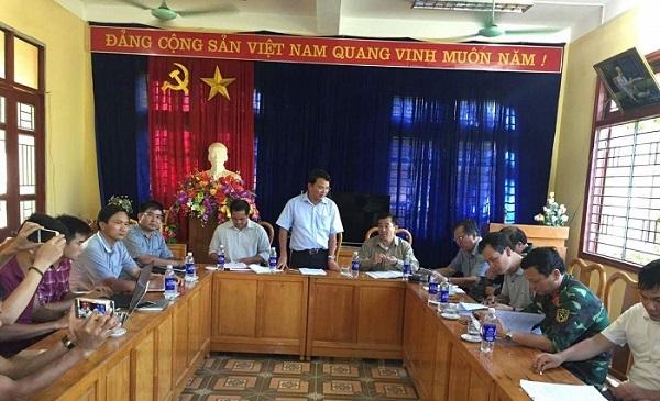 Buổi chiều cùng ngày, tại phòng họp hội trường UBND huyện Văn Bàn, đoàn công tác cũng đã có buổi thông tin về kết quả làm việc, khảo sát liên quan đến ảnh hưởng, thiệt hại của đợtlũ cuốn, sạt lở nghiêm trọng vừa qua.