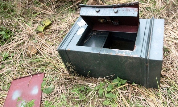 Két sắt của gia đình anh Minh bị kẻ trộm lấy mất 500 triệu đồng.