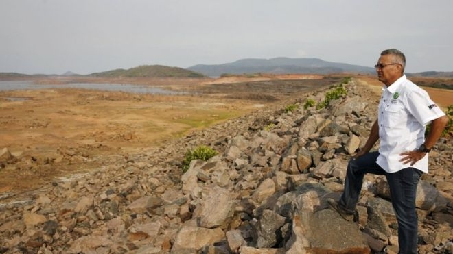 Hạn hán khiến đập Guri ở bang Bolivar, Venezuela cạn kiệt nước (Ảnh: BBC)