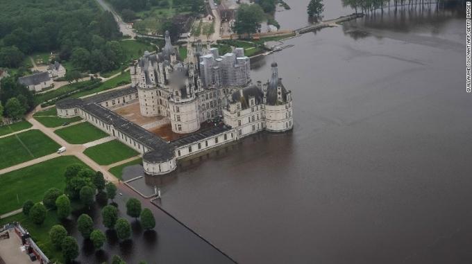 Lâu đài Chambord, cách Paris 170km về phía Tây Nam ngập trong nước. (Ảnh: AFP)