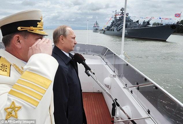 Việc sa thải hàng loạt tướng Nga lần này được cho là quyết định chấn động bởi vào năm trước, trong chuyến thăm căn cứ ở Kalingrad, Tổng thống Putin vẫn còn tuyên dương hoạt động của Hạm đội này. (Ảnh: AFP)