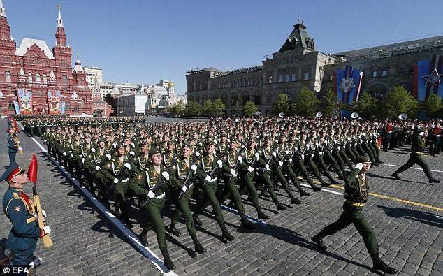 Lực lượng quân đội Nga diễu hành. (Ảnh: EPA)