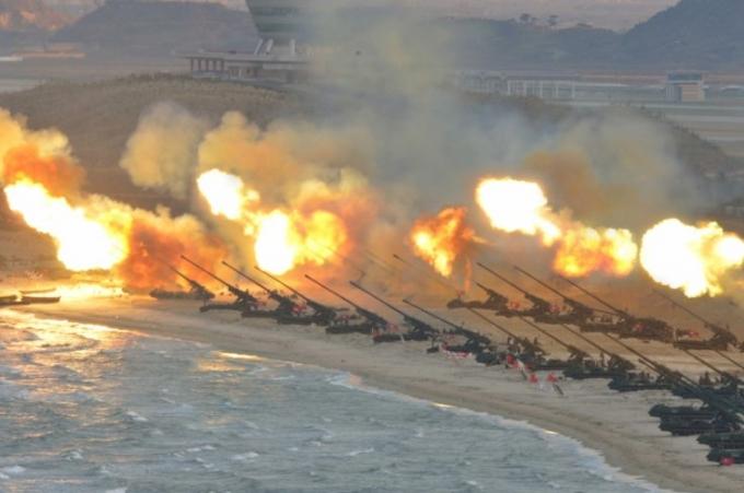 Cuộc tập trận với sự tham gia của 300 khẩu pháo binh tự hành và nhiều máy bay không người lái. (Ảnh: KCNA)