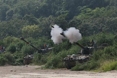 Ngày 20/9/2015, Triều Tiên bắn nhiều loạt pháo về khu vực quân sự của Hàn Quốc ở huyện Yeoncheon, sau đó Hàn Quốc đã đáp trả với 29 phát pháo. (Ảnh:Yonhap)