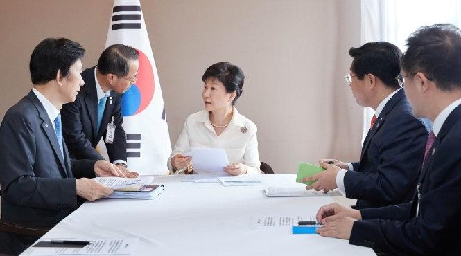 Tổng thống Hàn triệu tập họp khẩn cấp với các trợ lý tại thủ đô Vientiane, Lào. (Ảnh: Reuters)