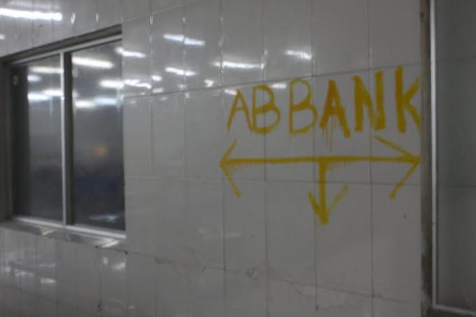 Phía Công ty ABBA - Ngân hàng TMCP An Bình đã dùng sơn xịt nhà, tài sản của Công ty Minh Hiếu.