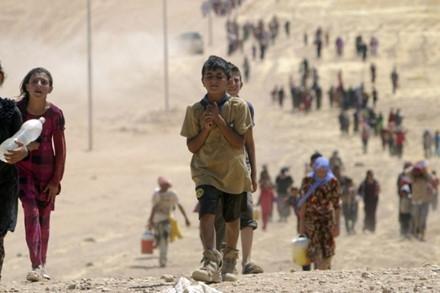 Gần 2 triệu trẻ em Syria phải đi tị nạn do chiến tranh. (Ảnh: AFP)