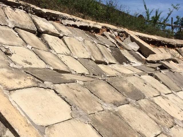 Hà Tĩnh:  Đoạn đường hàng chục tỷ đồng tan hoang sau vài tháng bàn giao