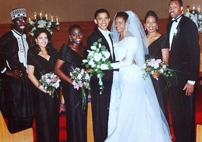 """Trải qua 24 năm sống cùng nhau, Tổng thống Obama chưa hề ngần ngại khi trao cho vợ những cử chỉ ngọt ngào. Đệ nhất phu nhân cho biết, ông Barack là một """"người đặc biệt"""", theo một cách hoàn hảo."""
