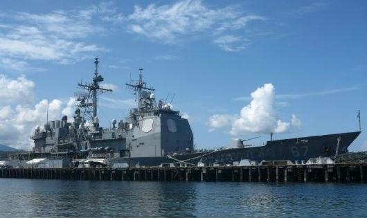 Tàu tuần dương USS Shiloh của Mỹ ở Vịnh Subic - một căn cứ hải quân cũ của Mỹ ở Philippines. (Ảnh: AFP)