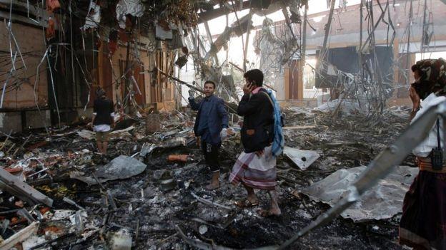 Nhà tang lễ sau cuộc tấn công. (Ảnh: AFP)