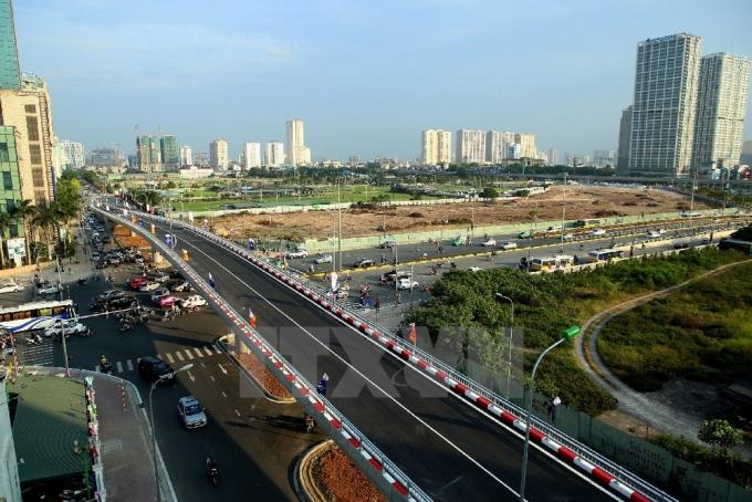Nút giao thông cầu vượt Hoàng Minh Giám-Nguyễn Chánh, quận Cầu Giấy. (Ảnh: Huy Hùng/TTXVN).