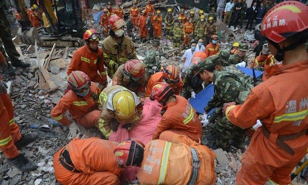 Được biết, khoảng 800 nhân viên cứu hộ đã được điều động tới hiện trường để triển khai công tác tìm kiếm cứu hộ. (Ảnh: Getty)