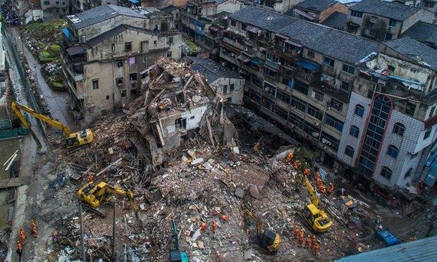 Theo BBC, những tòa nhà bị sập được xây dựng từ những năm 1970 và đã xuống cấp nghiêm trọng. (Ảnh:Xinhua)